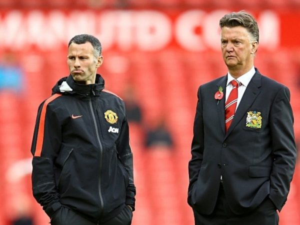 Red Devils pay tribute to Giggs