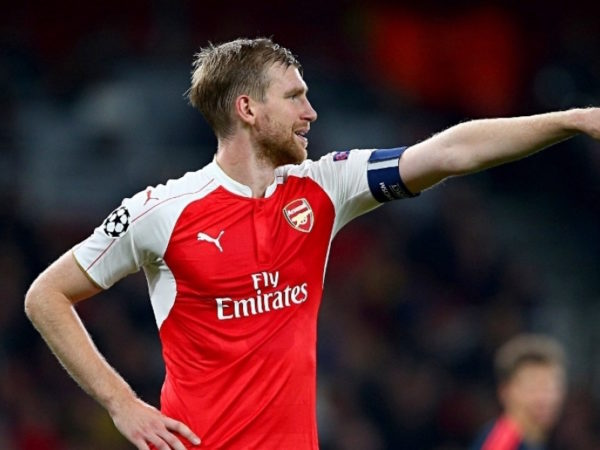 Mertesacker close to new Arsenal deal