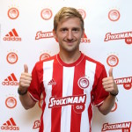 Marin switches Chelsea for Olympiakos