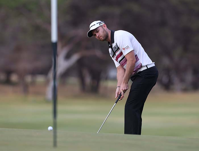 Break from work helps Easton lead in Kathu