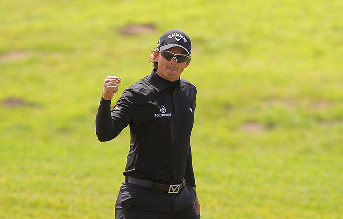 Bezuidenhout eagles his way to maiden victory