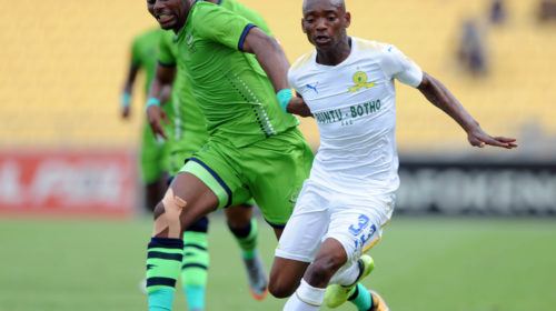 Enocent Mkhabela challenges Khama Billiat for the ball