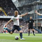Harry Kane attempts a shot on the Arsenal goal