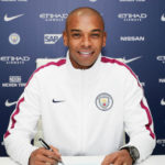 Fernandinho signing new Manchester City deal