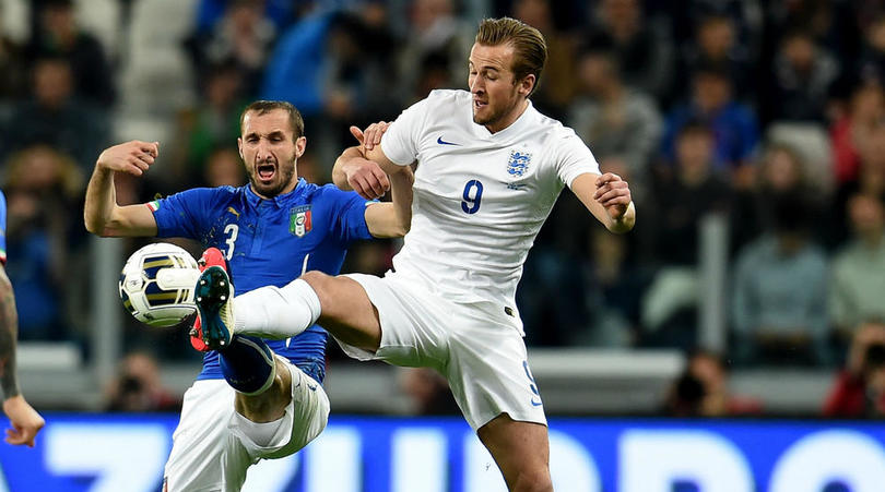 Giorgio Chiellini challenges Harry Kane for the ball