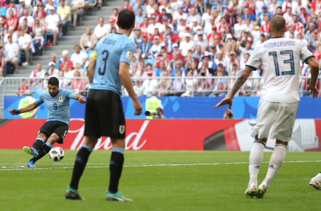 Highlights: Uruguay thrash Russia to claim top spot